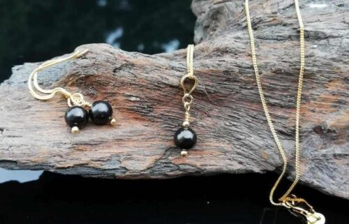 Shungite jewellery, necklace and earrings set gold.